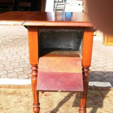 Vendita tavolino da lavoro scrittoio comodino mogano for Mobili antichi in vendita da privati